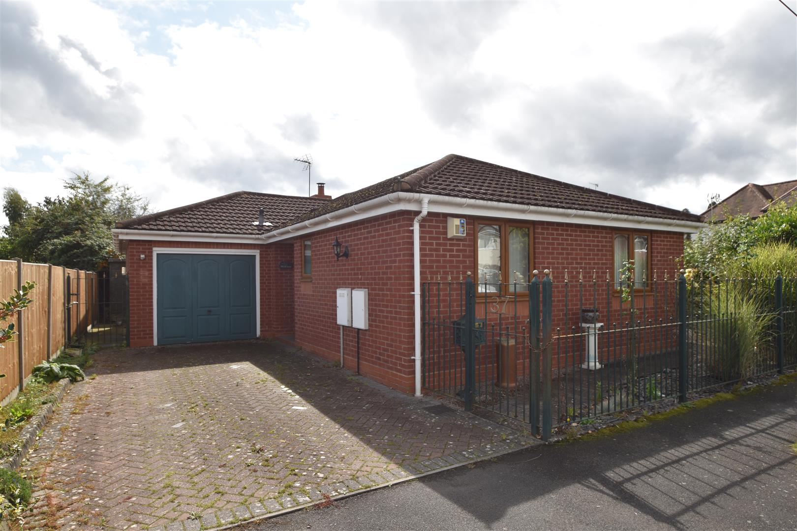 2 Bedrooms Detached Bungalow for sale in Morton Road, Fernhill Heath, Worcester